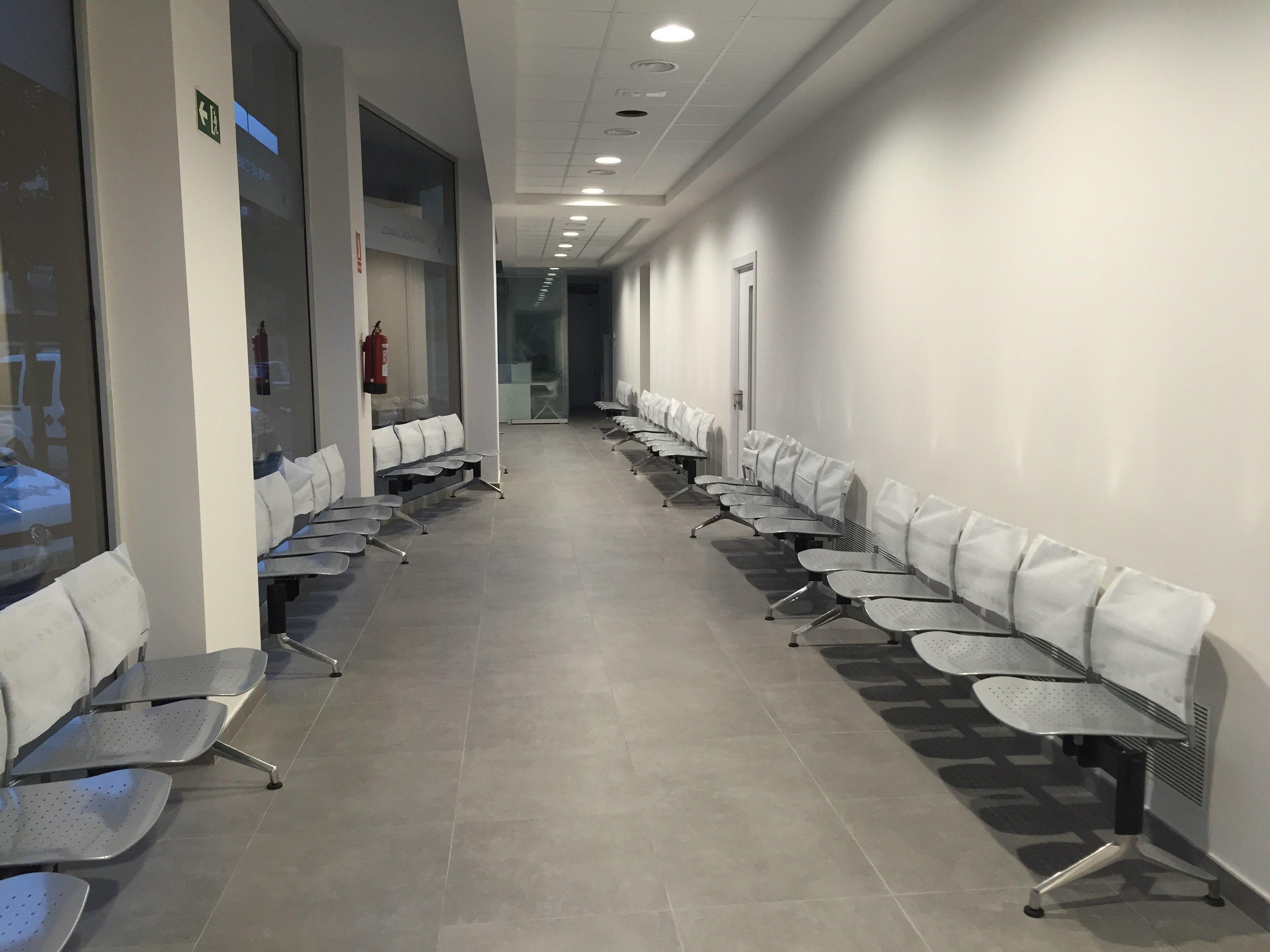 Centro médico en Sabadell pasillo