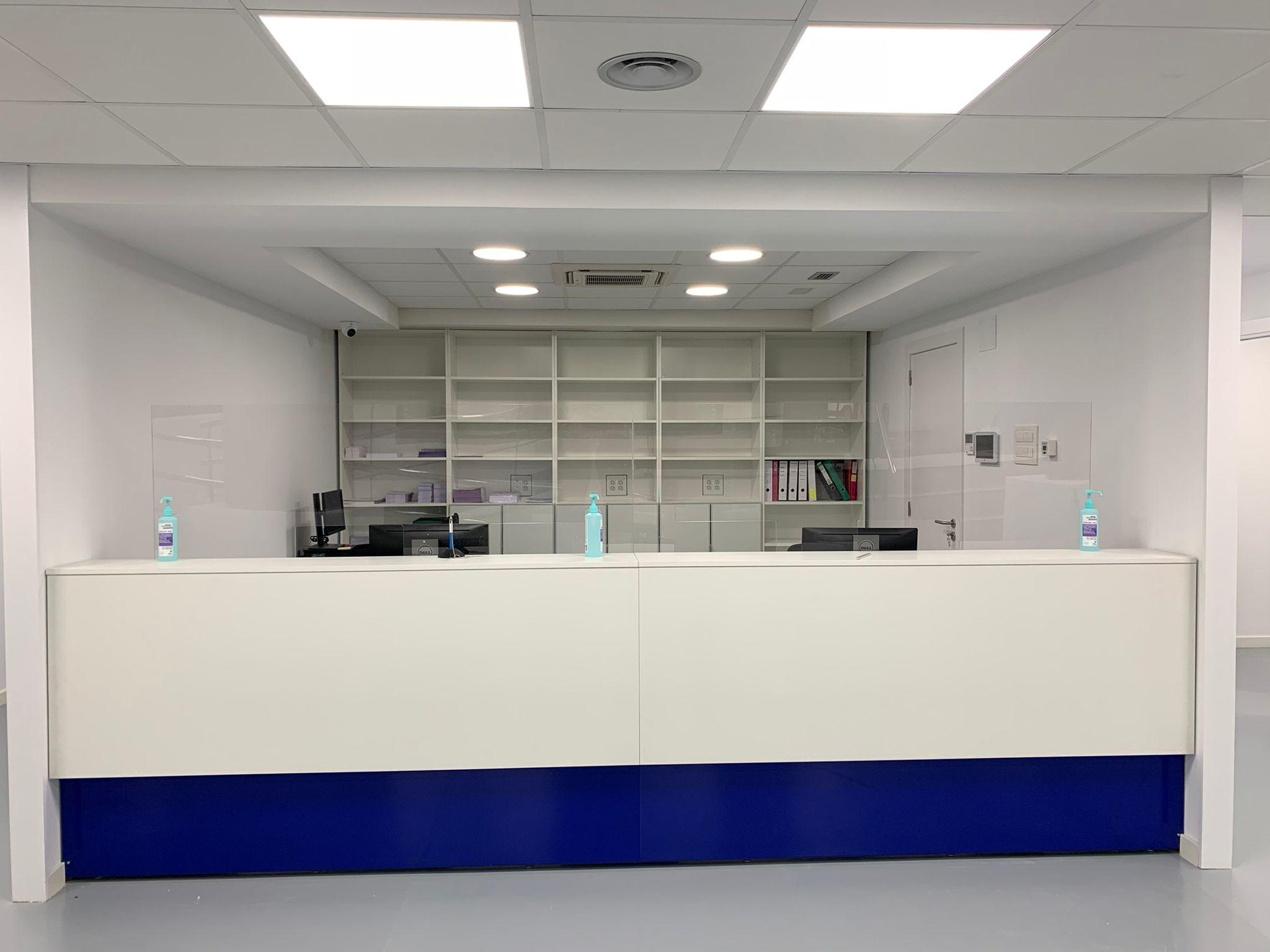 Centro médico Sant Joan Despí recepción muebles CAD CAM