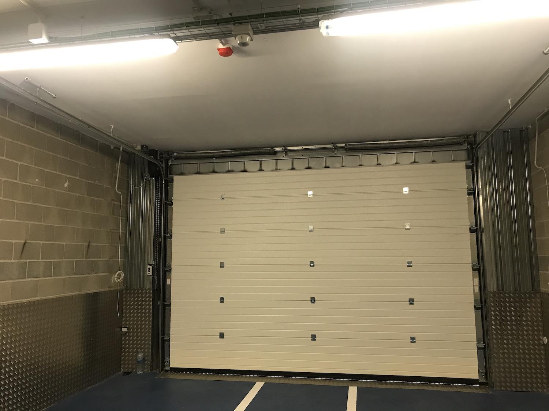 Construcción trasteros puerta