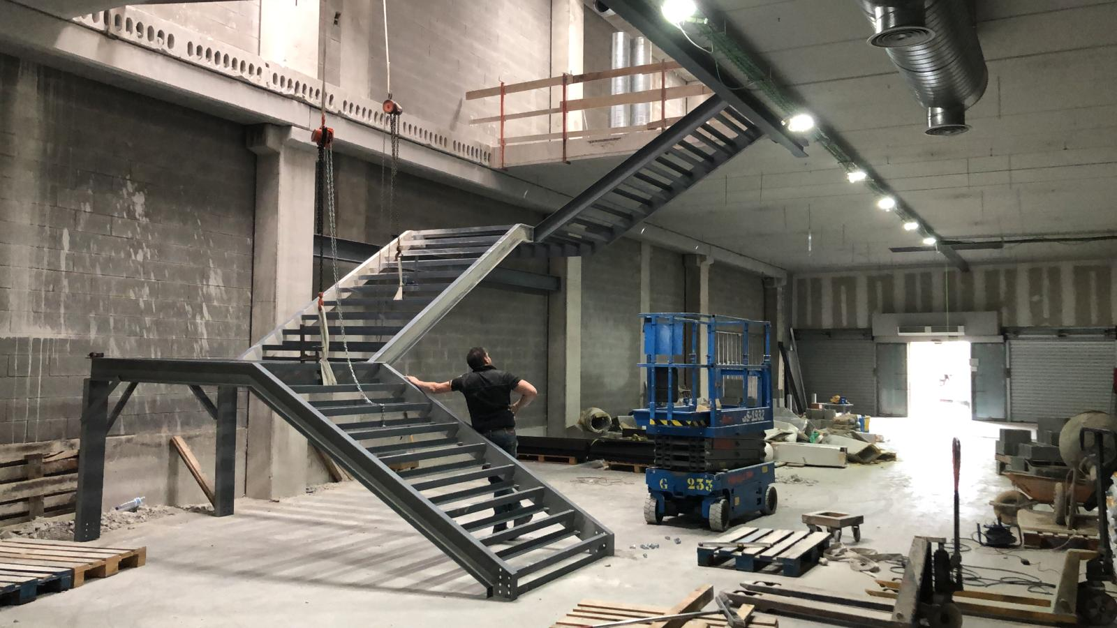 Escalera flotante Motocard obras 4