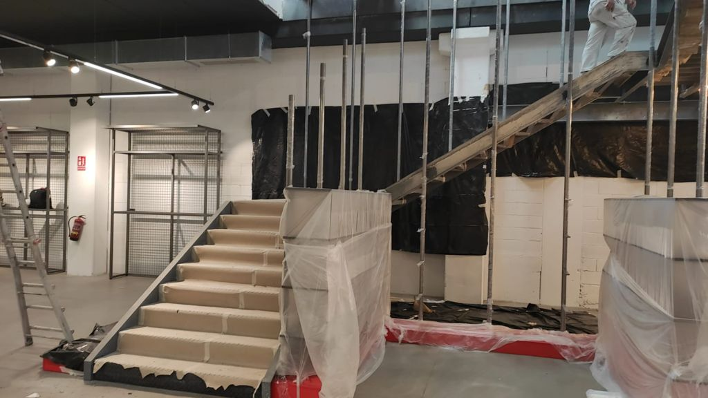 Escalera flotante Motocard pilares 3